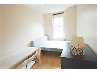 Superb Location - 3/4 Bed Flat to Rent - Farringdon - Available Now