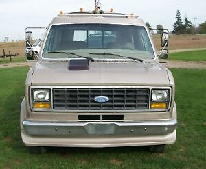 1984 Ford Deluxe 3DR Cabriolet 1 Ton Dually E-350