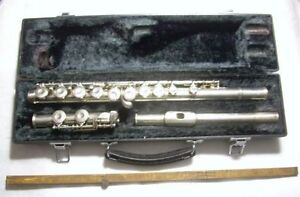 ARMSTRONG FLUTE #102 made in USA -- INCLUDING CASE