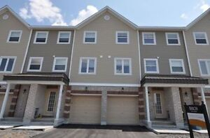 3 Bedrooms Townhouse Available August 1- $1300
