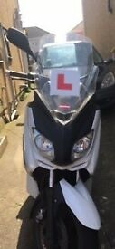 Yamaha X-Max 125cc in White 2012 reg MOT until Oct 2018