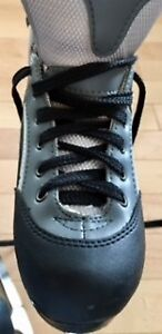 Girls Black and Gray Size 5 Ice Skate