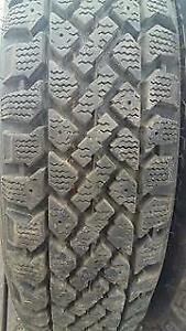 4 pneus 155/80R13 hiver etat  neuf SNOWTRAKER