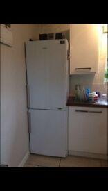 Samsung fridge/freezer white, 290L excellent condition