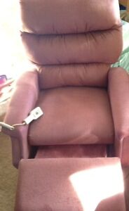 electric  recliner / assisted lift Chair  Soft Rose warm Kingston Kingston Area image 2