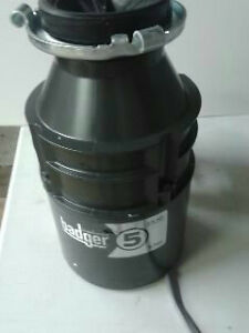 badger 1 2 hp garbage disposal insinkerator badger 5 1 2 hp heavy duty motor garbage 9073
