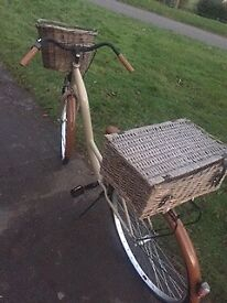 Gorgeous ladies / women's Dutch bike with hamper basket and front wicker basket. Bargain!