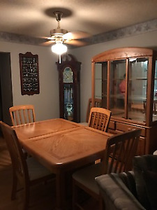 Dining Table/6 Chairs/Hutch