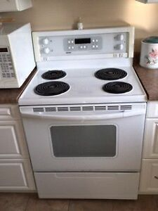 Washer, dryer, stove, and fridge all 4 for  $500 Cornwall Ontario image 2