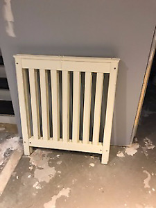 Solid Wood White Crib with adjustable Mattress