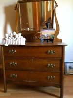 Antique 1/4 cut oak dresser with mirror