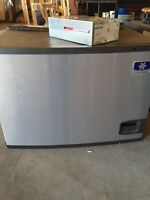 Manitowoc ice machine with auto cleaning system