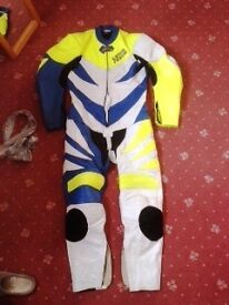 Mens one-piece Akito motorbike leathers Size 40.