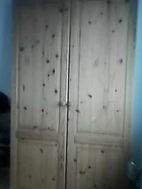 Warddrobe, pine