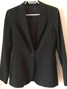THEORY women's designer suit jacket/pants: new condition, size S