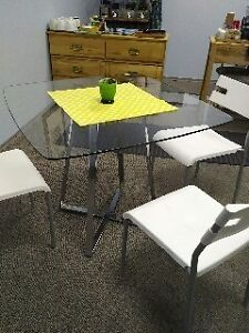 Lovely glass table - seats 4