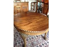 Late Victorian mahogany wind out table in excellent contion seats 8