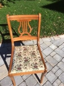 Four dinning chairs in good condition