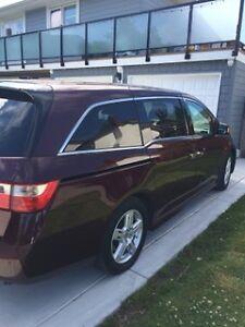 2012 Honda Odyssey Burgundy Minivan,