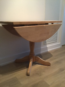 Pedestal Dining Table w/ 2 drop leaves