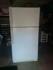 NICE FRIGIDAIRE FRiDGE