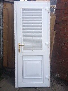Back door with integrated blind & 6 keys