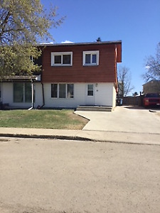 DUPLEX. newly renovated, Downtown AVAILABLE IMMEDIATELY