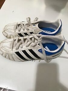 Kids Adidas soccer cleats size US1
