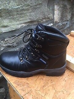Black leather Himalayan walking boots - size 7 - NEW