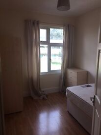 Bright Airy Double Room to rent in Eastville - Including all Bills