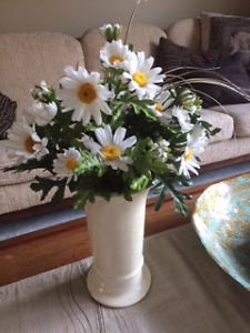 SILK DAISIES IN CERAMIC VASE - FREE POTTERY CANDLEHOLDER $5