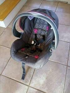 Like new Evenflo baby car seat with base