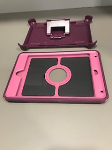 ***USED OTTER BOX DEFENDER CASE FOR IPAD MINI 4***