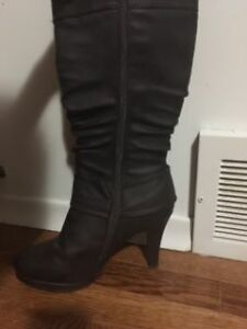 Ladies Fashion Boots - Mint Condition Kingston Kingston Area image 2