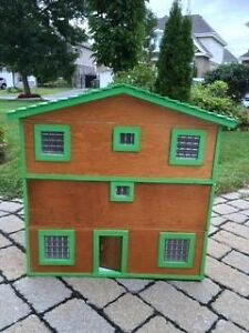 HANCRAFTED WOODEN DOLL HOUSE W 4 LEVELS