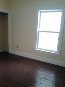 5 bdrm DOWNTOWN apt! - May 1, 2017 $2100+ Kingston Kingston Area image 8