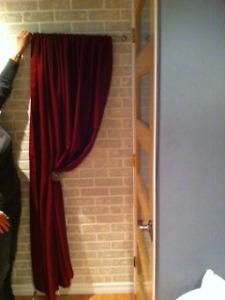 Demi-pôle à rideau de 26'', incluant un panneau de rideau