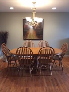 Oak Dining table and 6 chairs made by Heirloom Furniture Kitchener / Waterloo Kitchener Area image 1