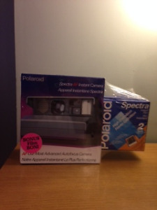 POLAROID SPECTRA BRAND NEW AND SEALD WITH X2 FILM!!!!