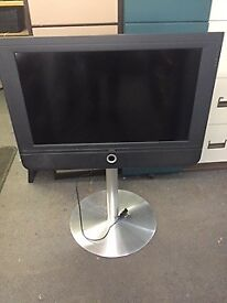Loewe 32 inch flat screen tv with stand