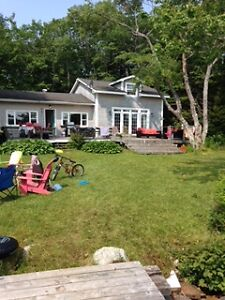 Beautiful lakefront cottage 30 minutes to Halifax