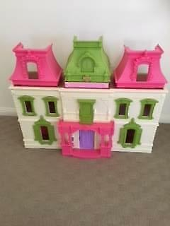 Fiher Price Loving Family Dream Doll House Lots Of Accessories Ec
