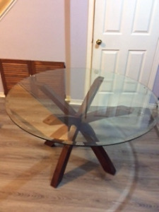 """48"""" Glass round table (option Chairs available)"""
