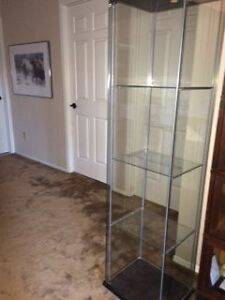 All-glass display cabinet