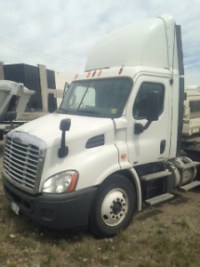 (5) 2011 Freightliner Cascadia Day Cabs....AVAILABLE NOW