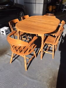 Colonial  Maple Kitchen/Dining room table London Ontario image 2