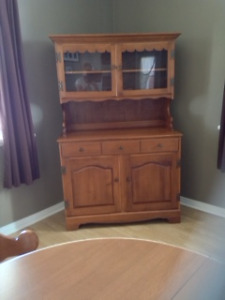 Roxton Buffet & Hutch