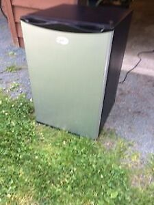 Selling a stainless steel bar fridge in excellent condition
