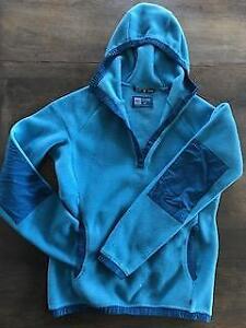Veste sportive de marque MEC avec poches et capuchon AUBAINE 50$