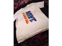 Like new mens small/boys xl NIKE t/shirt for sale